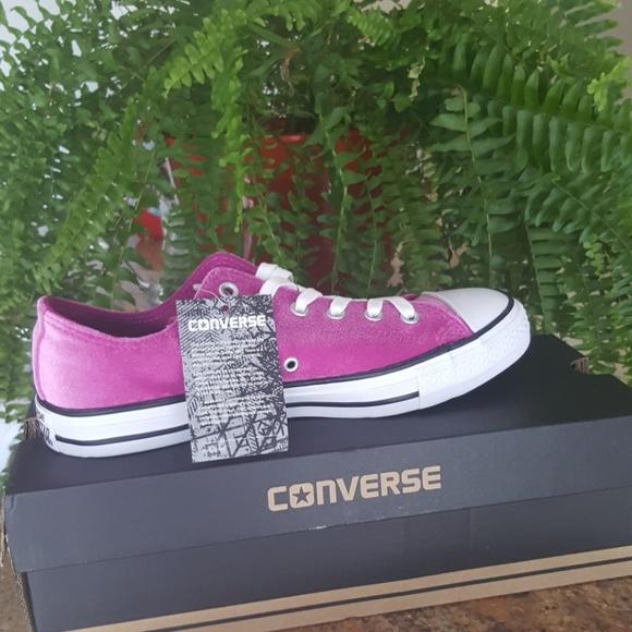 NEW Pink Velvet Chuck Taylor Converse All Star 89f389f7c